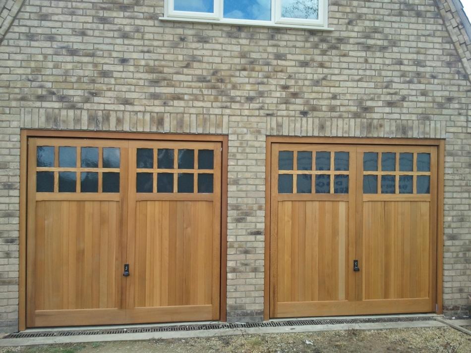 Upvc up and over garage doors wageuzi for Upvc garage doors